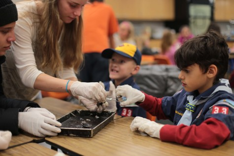 Advanced Chemistry Teaches Elementary Students about Cow Eyeballs