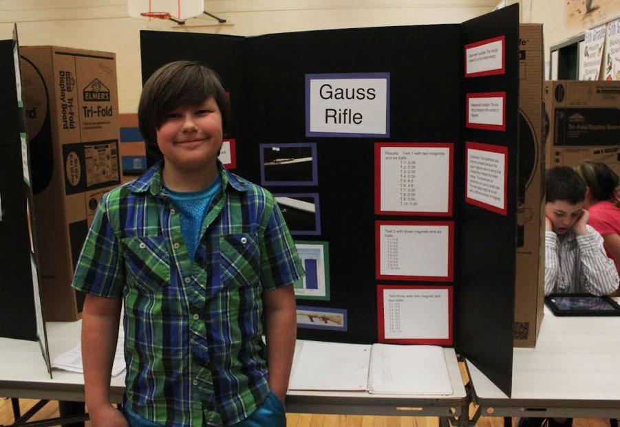Gauss Rifle using earth magnets!