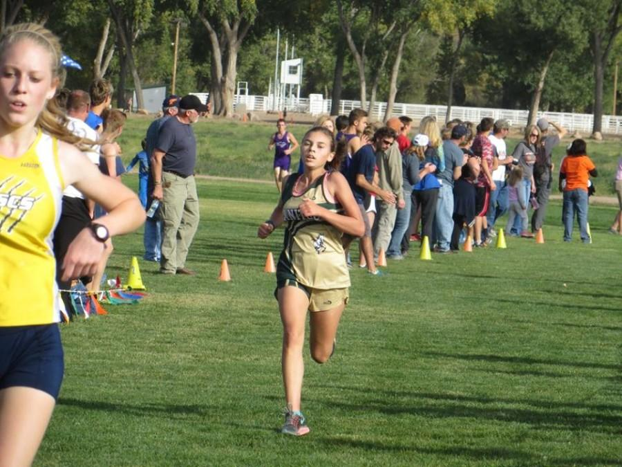 Kaitlyn Davidson (10) finishes right behind her teammates.