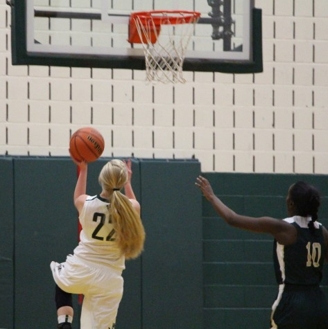 Girls' Basketball Cruise For First Win
