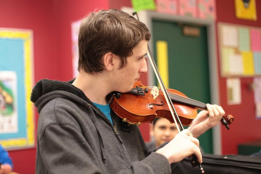 Conner+Jayich+%2810%29+playing+his+violin+for+a+sophomore+advisory.+Jayich+has+been+playing+violin+for+9+years.+