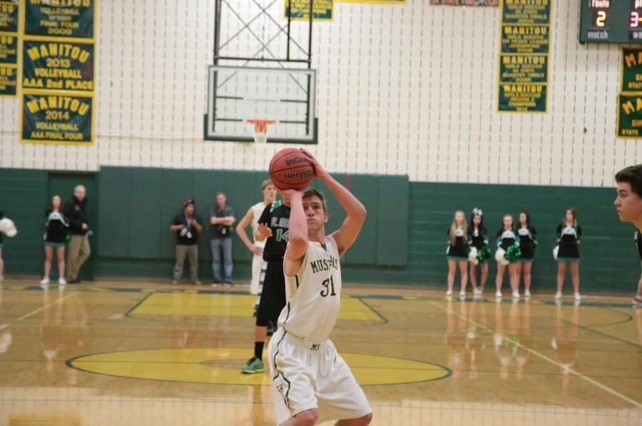 Travis Struble (12) makes a free throw.