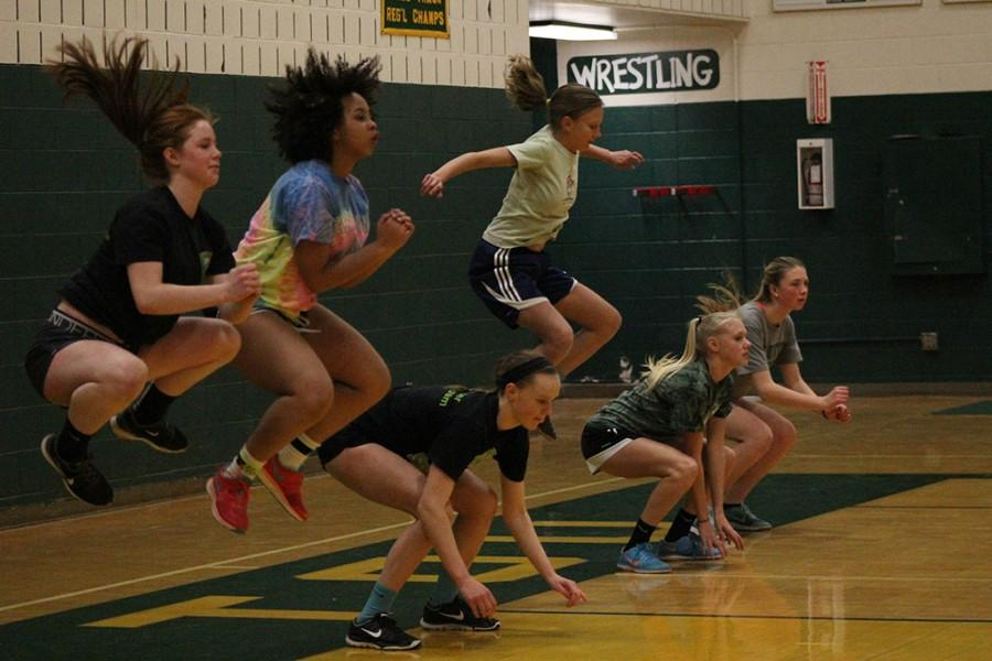 Ava Spangler (9), Maya Alexander (9), Bridget Bodor (9), Ailsa Connors (9), Olivia McKenna (9), and Naiya Budler (10) train together during pre-season.