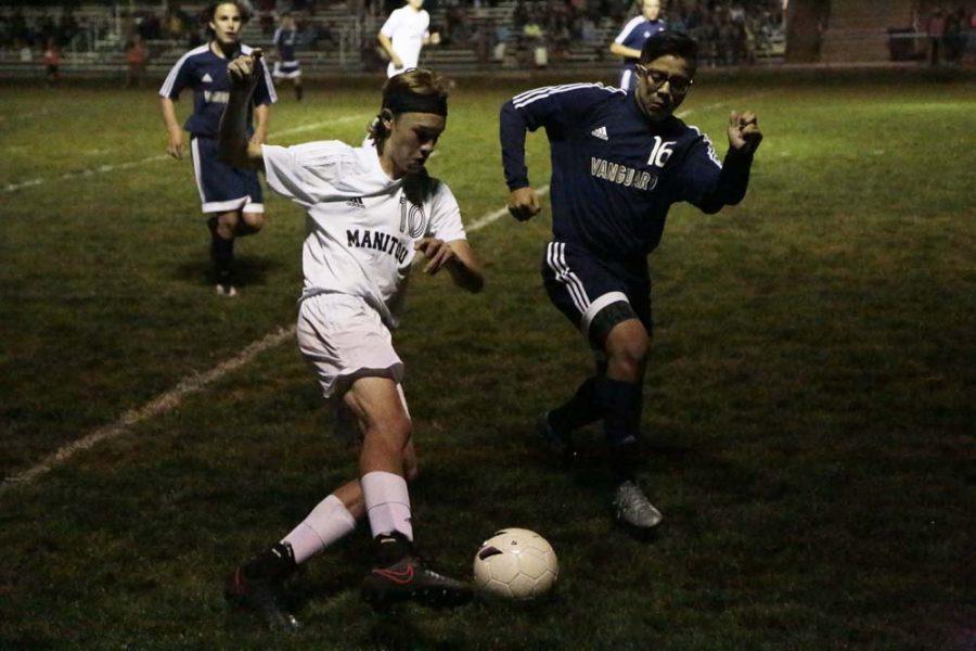Jonathan Gerdes (11) evades a defender.
