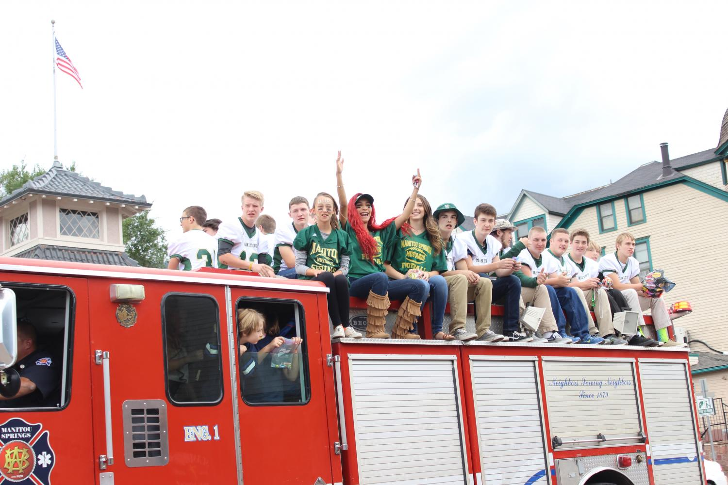 Alaura+Lopez+%2812%29+and+Ellery+Lane+%2811%29+support+the+football+team+at+the+homecoming+parade+%282016%29.+