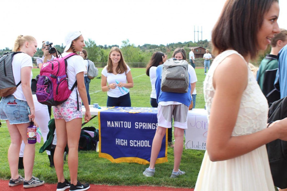Kaitlyn Davidson (12) talks to students at Club Carnival about Key club's purpose and encouraging them to join.