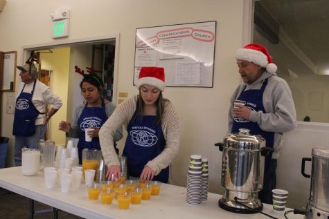 Key Club Shows Holiday Cheer