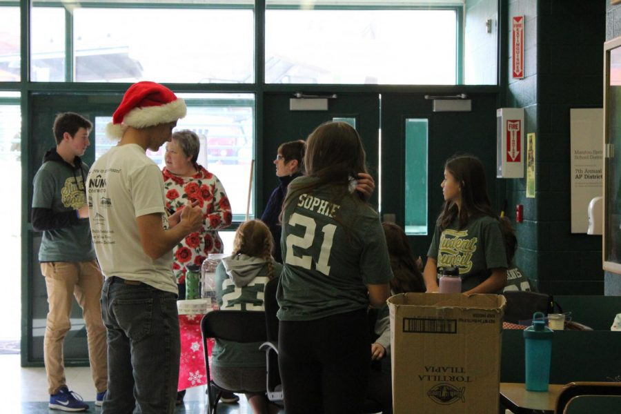 StuCo members helped with set-up, the raffle, assisting shoppers and clean-up at the Craft Fair.